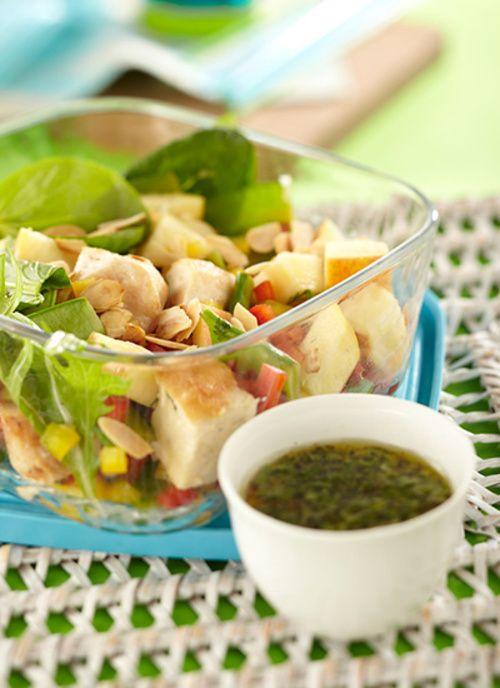 Ensalada de pollo con guisantes y manzana Chef: Juanita Umaña Puede cocinar el pollo, los guisantes y el aderezo desde la noche anterior, manteniéndolos refrigerados. Prepare esta ensalada con otras verduras y frutas como apio y uvas verdes.