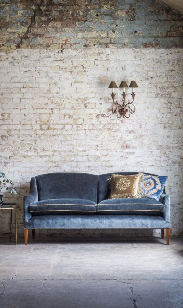The classic elegance and superb design of this sofa collection is timeless. The Edgar 2.5 sofa in Troilus, Flint Blue - Beaumont & Fletcher