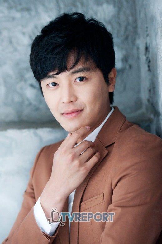 Perfil Nombre: 연우진/ Yun Woo Jin (Yeon Woo Jin), Nombre real: 김봉회/ Kim Bong Hee, Profesión: Actor...