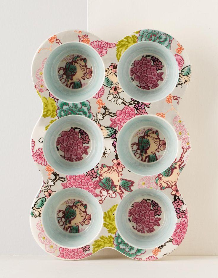 Baka dina muffins säkert och med stil. Muffinsform i stengods med plats för 6 st muffins. Ingår i i serien CHERRY.: