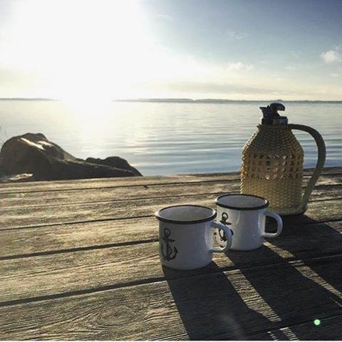 Don't forget to treat yourself a break. Have a good one! ⚓️ Regram from @archipelago365 #lionsandcranes #lionsocranes #fika #break #kaffe #coffee #docks #brygga #sol #sun #reflection #skärgård #design #archipelago #svenskdesign #nordicdeco...