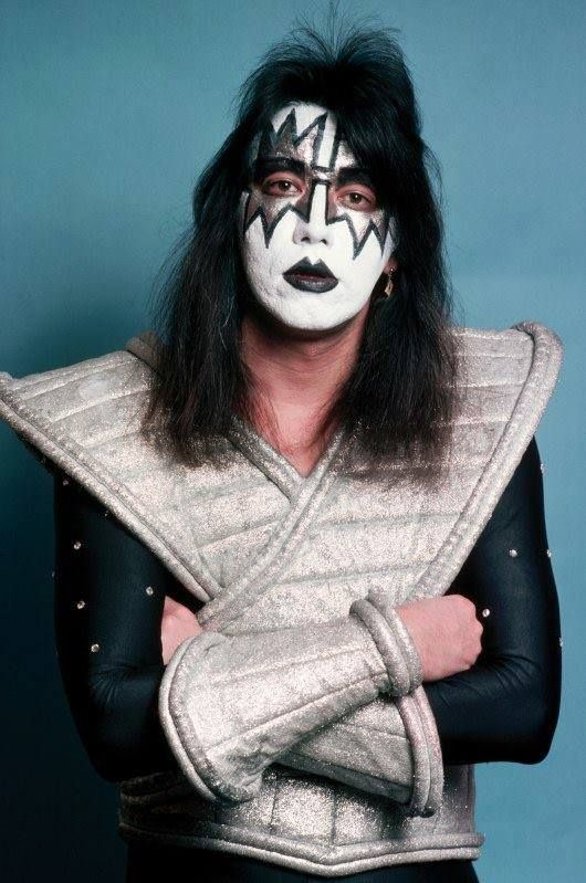 330 best ideas about ace frehley on pinterest smokers guitar players and kiss show. Black Bedroom Furniture Sets. Home Design Ideas