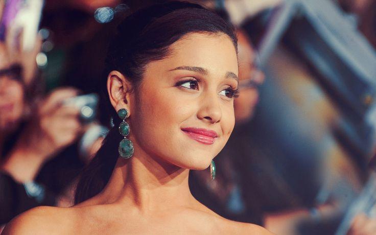 Hot HD Ariana Grande Wallpapers