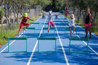 Taberele de sport internationale reprezinta pentru copilul dumneavoastra sansa de a practica sportul preferat alaturi de copii din toata lumea dar in acelasi timp de a-si imbunatati considerabil nivelul de limba engleza. In taberele de sport copii practica sportul preferat: tenis, baschet, fotbal, inot, sporturi nautice sau sporturi de aventura sub atenta indrumare a antrenorilor profesionisti. Detalii: 0736 913 866  office@mara-study.ro  www.mara-study.ro