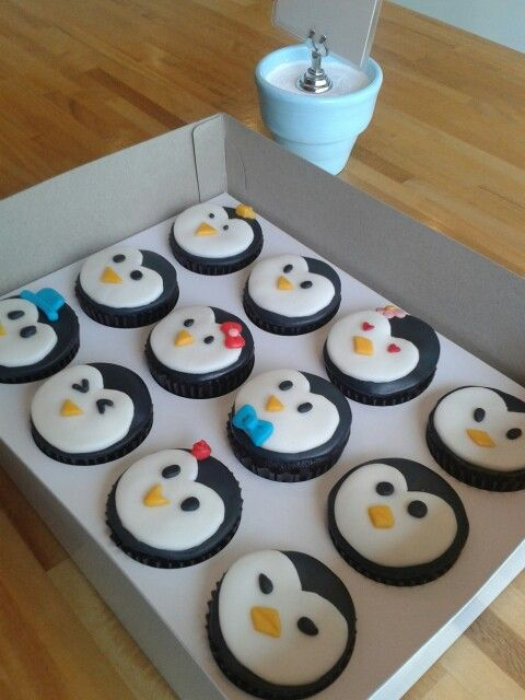 my penguin birthday cupcakes ❣ ❥ ღ ɞ ❤