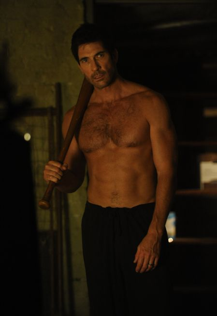 Dylan McDermott (if you would like to see this too sexy and his finely crafted behind, watch American Horror Story!) Thanks Horror Fatale for this beautimous picture!