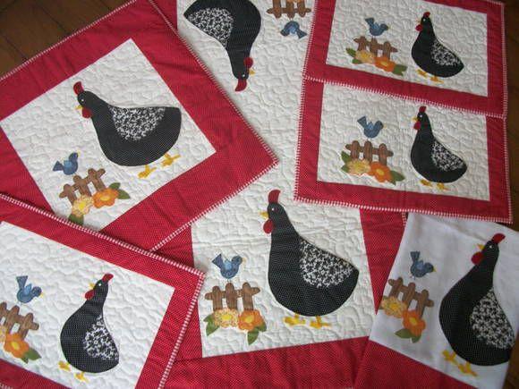 Conjunto para cozinha em patchwork, com aplicações de galinha d'angola. Trabalho todo feito com manta interna, forro e quilt. O conjunto é composto : Caminho de mesa (1,00 x 50) Toalha de fogão ( 50 x 50) 4 toalhas de jogo americano 2 Panos de copa grande (70 x 50)  Pode ser feito em outras cores e aplicações. Consultar. R$ 330,00
