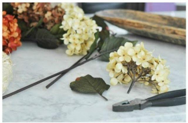 Így készíts magad selyemvirágokból gyönyörű koszorút