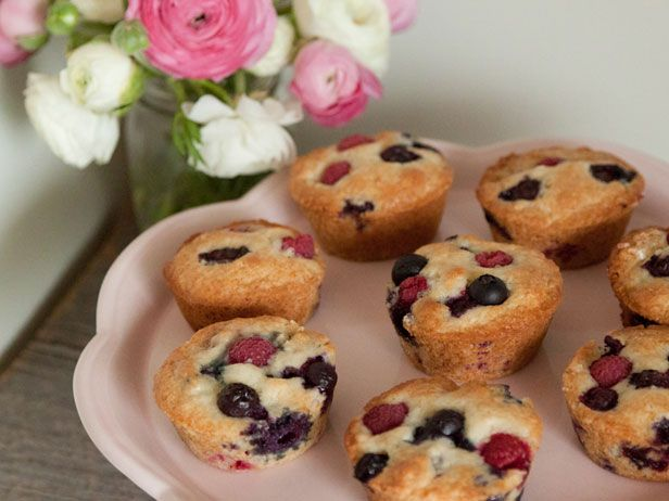 A Mother's Day Simple Soirée from @What's Gaby Cooking: Muffins Tops, Yummy Muffins, Happy Mothers, Mothers 8217, Blueberries Muffins, Blueberries Raspberries, Blueberry Raspberries Muffins, Raspberries Blueberries, Classic