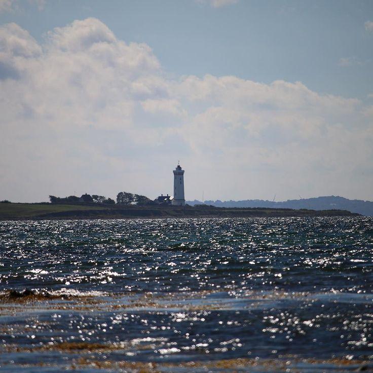 Helnæs Fyr #assens #oktober #instapic #visitassens #fynerfin #vielskernaturen #natur #landskab #fishing #lighthouse #sea #mitassens #sunlight #beach #visitdenmark #visitfyn #tv2vejret #fyrtårn #waves