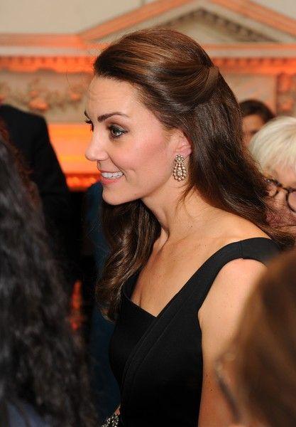 Lors de la soirée à Mansion House à Londres, la duchesse de Cambridge portait une paire de boucles d'oreilles en diamants. (Copyright photo : getty images)