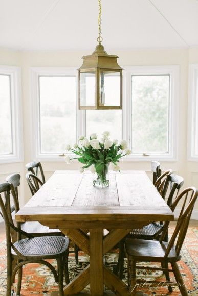 traditional breakfast room / dining area
