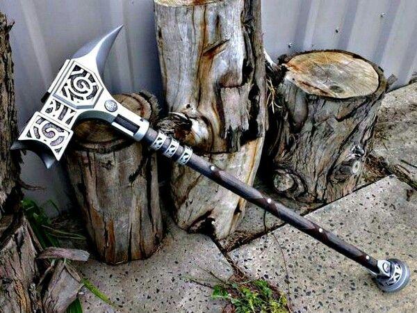 Skyrim's Steel Nordic War Hammer brought to life ...