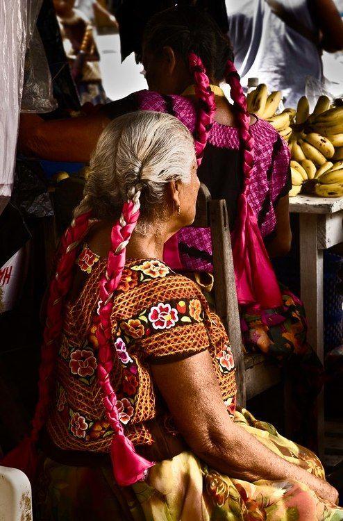 Hermosa Abuelita Chula con huipil con historia.