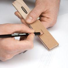 Derwent Sandpaper Block 0700229  Dopasuj kredkę i ołówek do pracy po kątem!  Blok z drobno-ziarnistym papierem ściernym jest idealny rozwiązaniem dla osób, które potrzebują narysować coś trzymając ołówek lub kredkę pod kątem. Wystarczy potrzeć aby uzyskać ścięcie grafitu pod pożądanym kątem. Blok z papierem ściernym jest też przydatnym narzędziem do nanoszenia pigmentu (np. kredki akwarelowej) na mokry obszar aby uzyskać efekt piasku bądź kamieni.