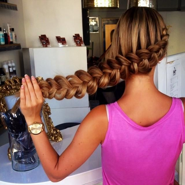 Long Dutch braid is characterized by its wide and thick appearance. If we have some braiding skills, it shouldn't be a problem