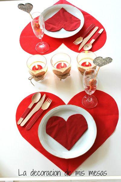 Una mesa de San Valentín para dos.                                                                                                                                                                                 Más
