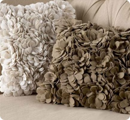 DIY pillow. LOVE THIS!!!! I would love to do a matching ottoman, too.