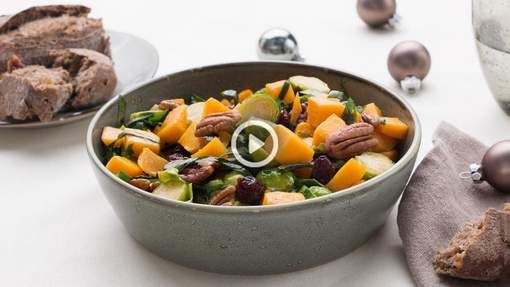 Spruiten op een nieuwjaarsfeestje? Why not! Deze frisse wintersalade met noten en gedroogde veenbessen schittert ook op een feestbuffet. Wat heb je ...