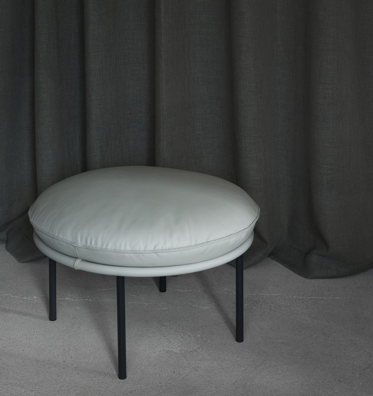 Fogia Tiki stool crafted with Sorensen Leather COSMOPOLITAN Oyster. Photo Jonas-Bjerre Poulsen.