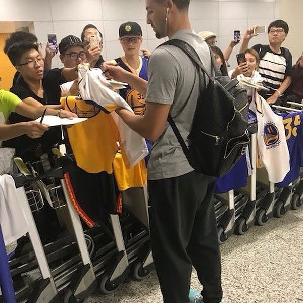 Early morning in Shanghai   #Klay #Thompson #KlayThompson #KlayAlexanderThompson #KlayBae #KlayDaBae #Bae #NBA #GSW #Basketball #GoldenStateWarriors #GoldenState #Warriors #KT #11 #Champs #DaddyKlay #ChinaKlay #China
