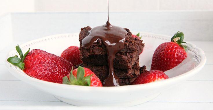 Een glutenvrij en notenvrije versie van heerlijke chocolade brownies. Yes please. Een gezond dessert of tussendoortje.