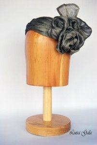 Tiara turbante de sinamay de seda gris Luisa Gala