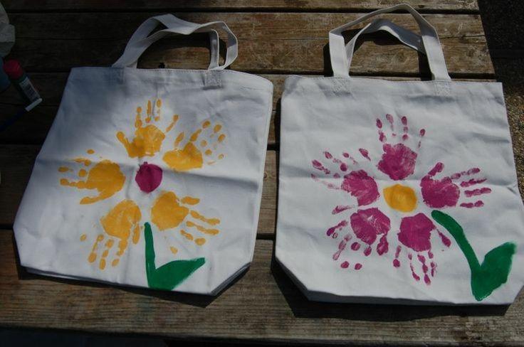 Basteln mit Kleinkindern Papiertüten mit bunten Blumen