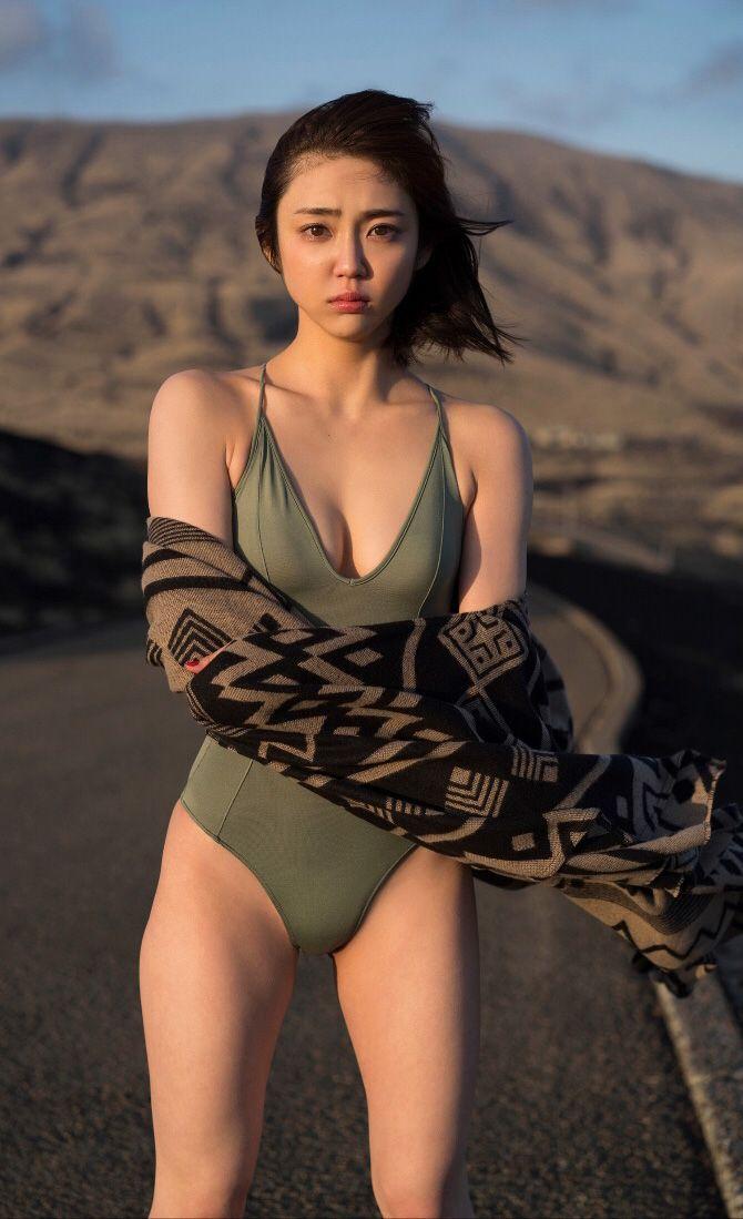 山谷花純さんの水着