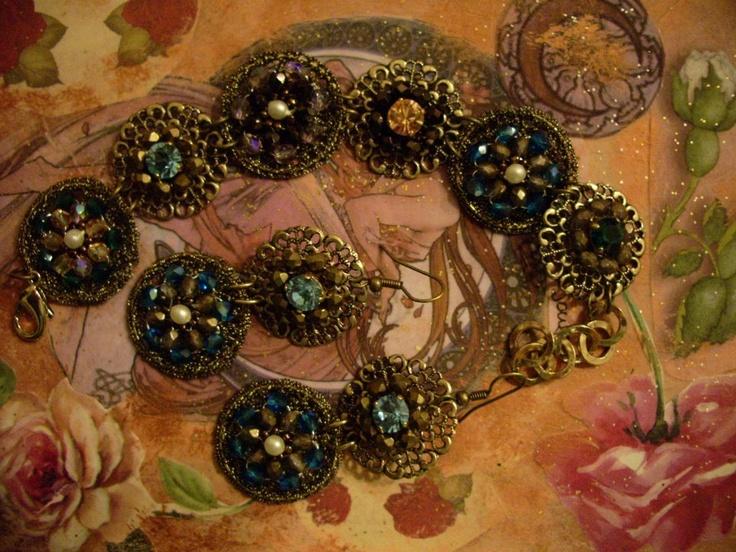 Parure orecchini e bracciale - filo sottilissimo oro antico (parure earrings and bracelet - thin thread color and antique gold Swarovski)