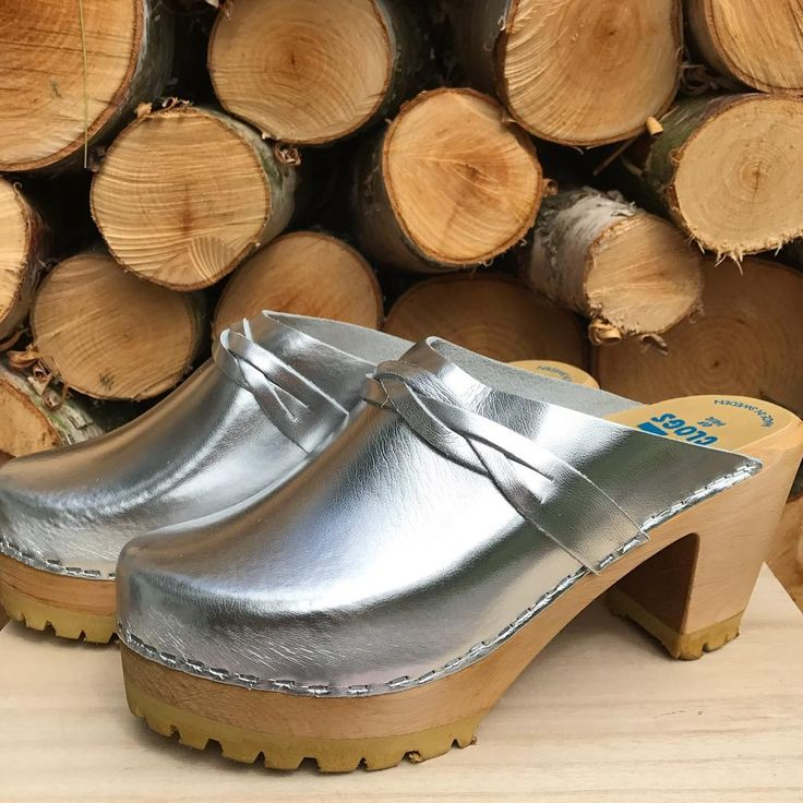 Check out our new Silver high heel clogs.  #silver  #silverclogs  #clogs  #träskor  #trätofflor  #silvertofflor  #glitterochglamour  #tessamimmiclogs  #tessaclogs  #madeinsweden  #highheels  #partyclogs  #sommar2017