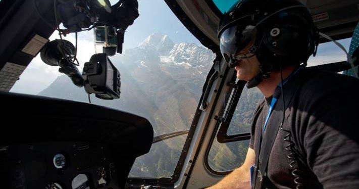 http://ift.tt/2kGPUT2 http://ift.tt/2lrNtYT  Un terremoto que se cobró miles de vidas en la zona del Himalaya y la posterior avalancha mató a 22 personas en el campamento base del Everest. Uno año después los montañistas regresan con la intensión de llegar al techo del mundo. Esto significa que los audaces pilotos de helicópteros que intentaron rescatar a tantos y que se quedaron en el lugar para reconstruirlo también están de regreso para salvar más vidas. RESCATES EN EL EVEREST se podrá…