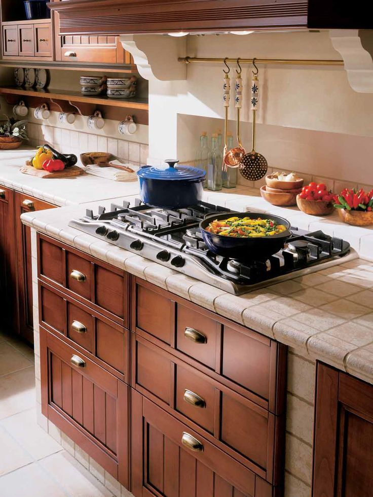 Kitchen Design at its best with this lovely #wooden and gas #hob