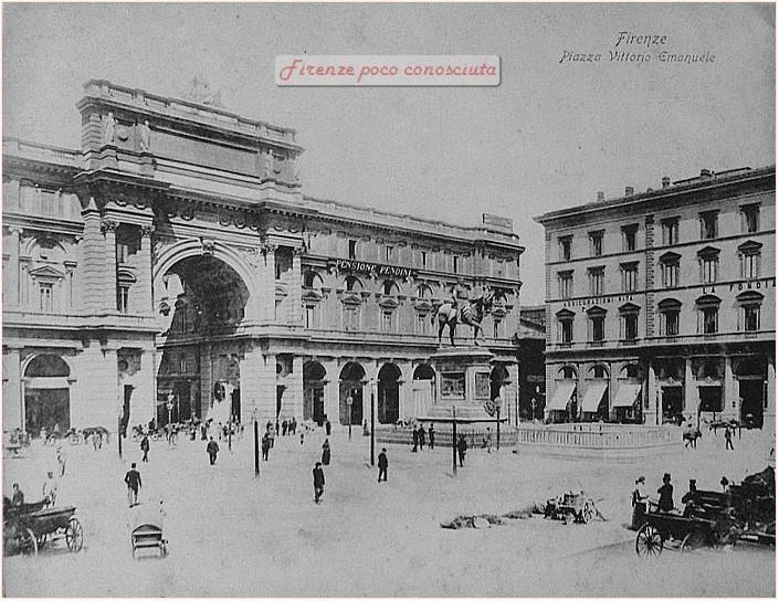 Piazza Vittorio Emanuele adesso Repubblica, foto antecedente al 1936, #Firenze.