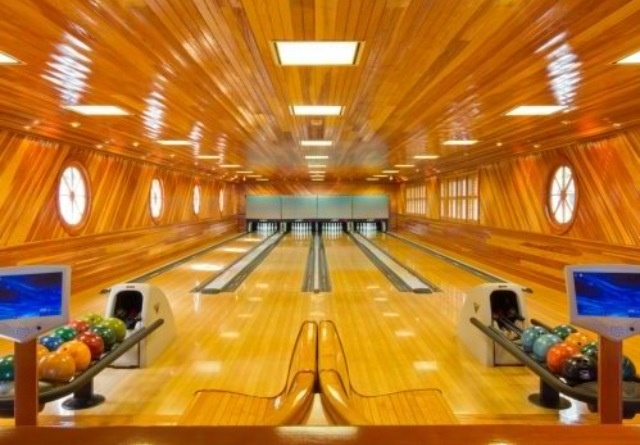 awesome home bowling alley crazy awesome homes
