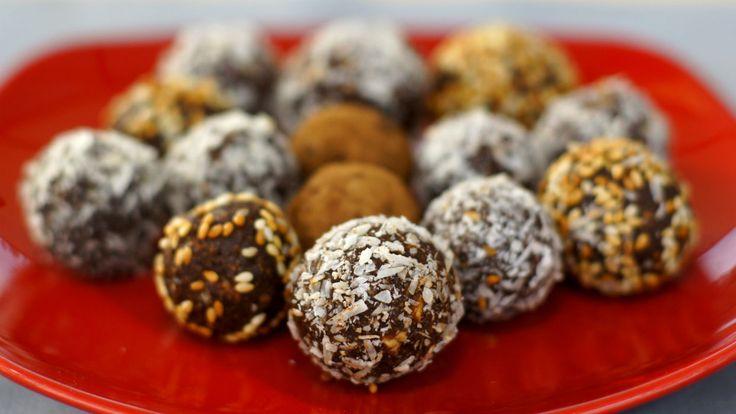 Sem açúcar: Docinhos de tâmara com castanhas e cacau