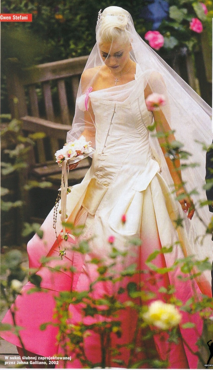 Gwen Stefani in her John Galliano designed wedding dress, 2002. Not saying I'm looking a wedding dresses like some cray single girl but I just love this dress!!!!