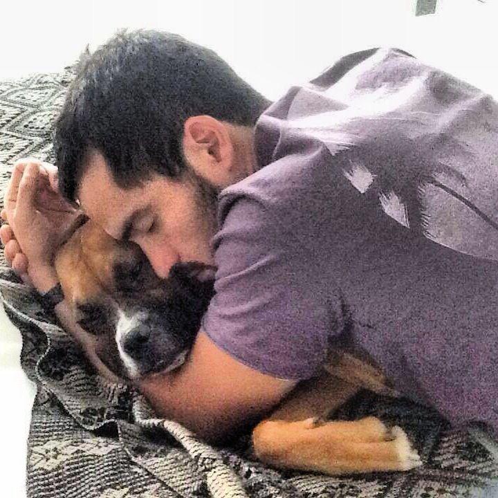 @Alfonso Herrera En Instagram con su perrita Tulia