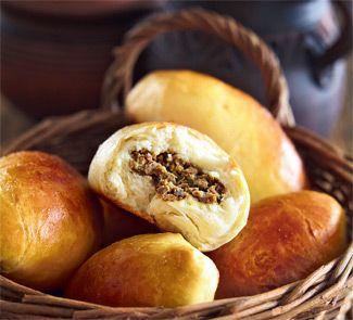 Закусочные русские пирожки из заварного теста на дрожжах с печенью