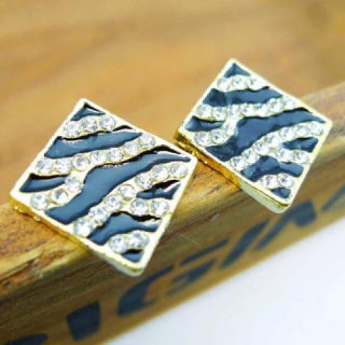 Diamond Zebra Grain Earrings - Gold Gold - one size
