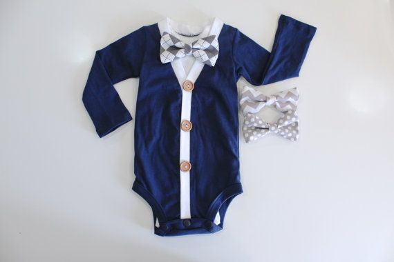 Baby junge Krankenhaus Outfit. Neugeborene kommenden Heim-Outfit. Baby-Strickjacke-Fliege. Baby Bowties. Navyand grau-grau