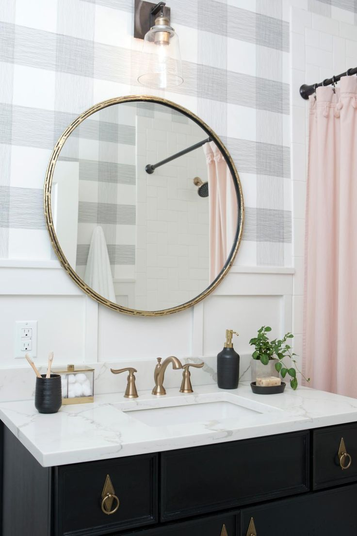 Contemporary Black and White Bathroom with Plaid Wallpaper