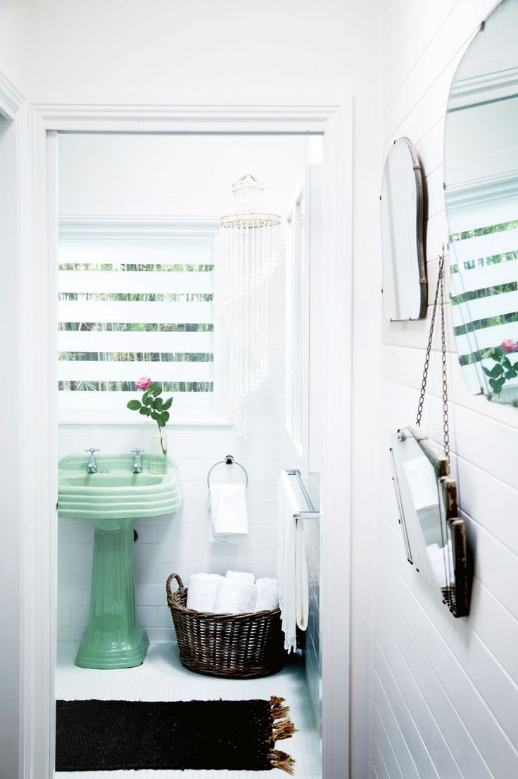 Pink and green bathroom decor - Vintage Goodness 7 Bathrooms Where Colorful Fixtures Actually Look Really Great