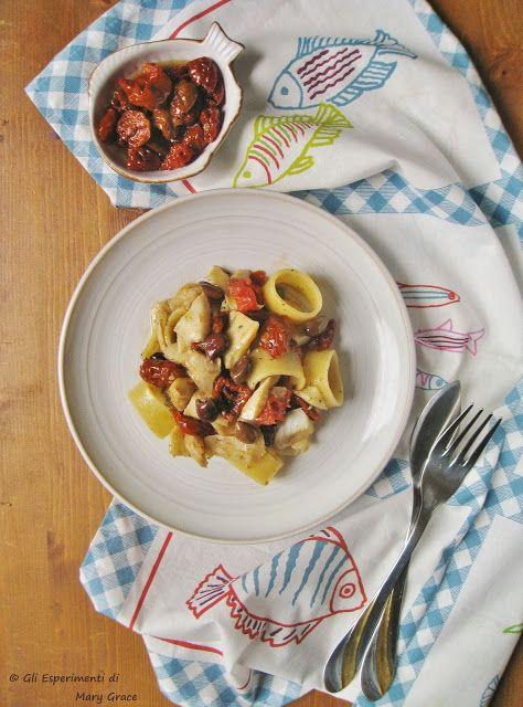 Gli esperimenti di Mary Grace: Calamarata con Ragù di Stoccafisso, Pomodori Ciliegini Semisecchi e Olive Taggiasche.  #pasta #ricette #stockfish
