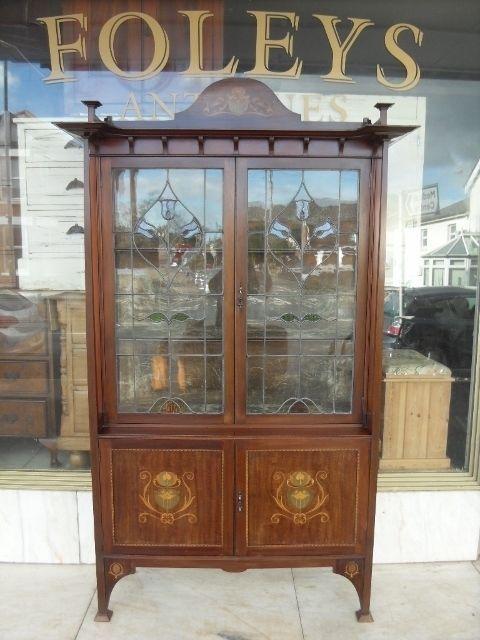 Art Nouveau Antique Display Cabinet / Edwardian Antique Mahogany Display Cabinet #ArtNouveauEdwardian #Cabinets