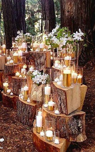 Tolle Dekoidee mit Licht für eine Hochzeit im Wald oder Garten: Viele Kerzen, d