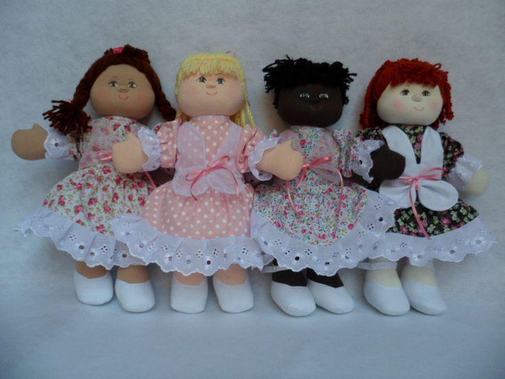 Boneca de pano, tamanho 35 cm feita em tecido de algodão e enchimento de fibra de silicone.vestido tecido algodão.quite com quatro bonecas.diversidade.