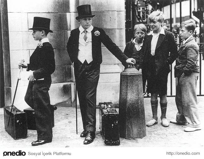 Britanya'daki dönemin sınıf farklılıklarını çarpıcı şekilde gösteren bir fotoğraf, yıl 1937