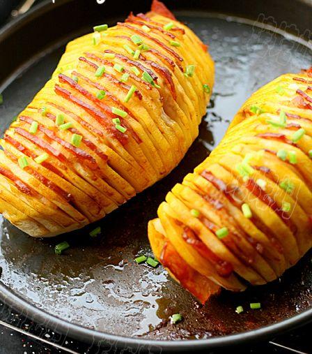 Картофель в духовке с беконом и сыром
