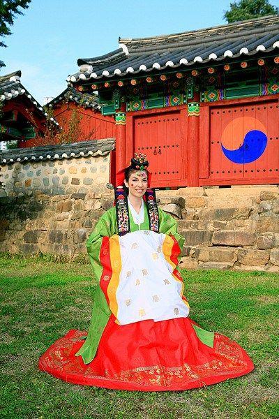 Korean Traditional Wedding: American Bride in a Traditional Korean Hanbok. How to wear a traditional Korean Hanbok (dress). A traditional Korean wedding Hanbok.